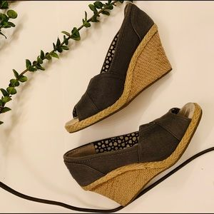 TOMS | Classic Wedge Ash Canvas Sandals
